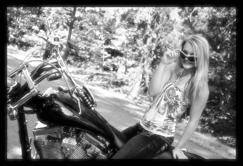 motorcycle-1039541_640